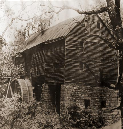 George Washington's Grist Mill as it appeared in the late 19th or early 20th century.