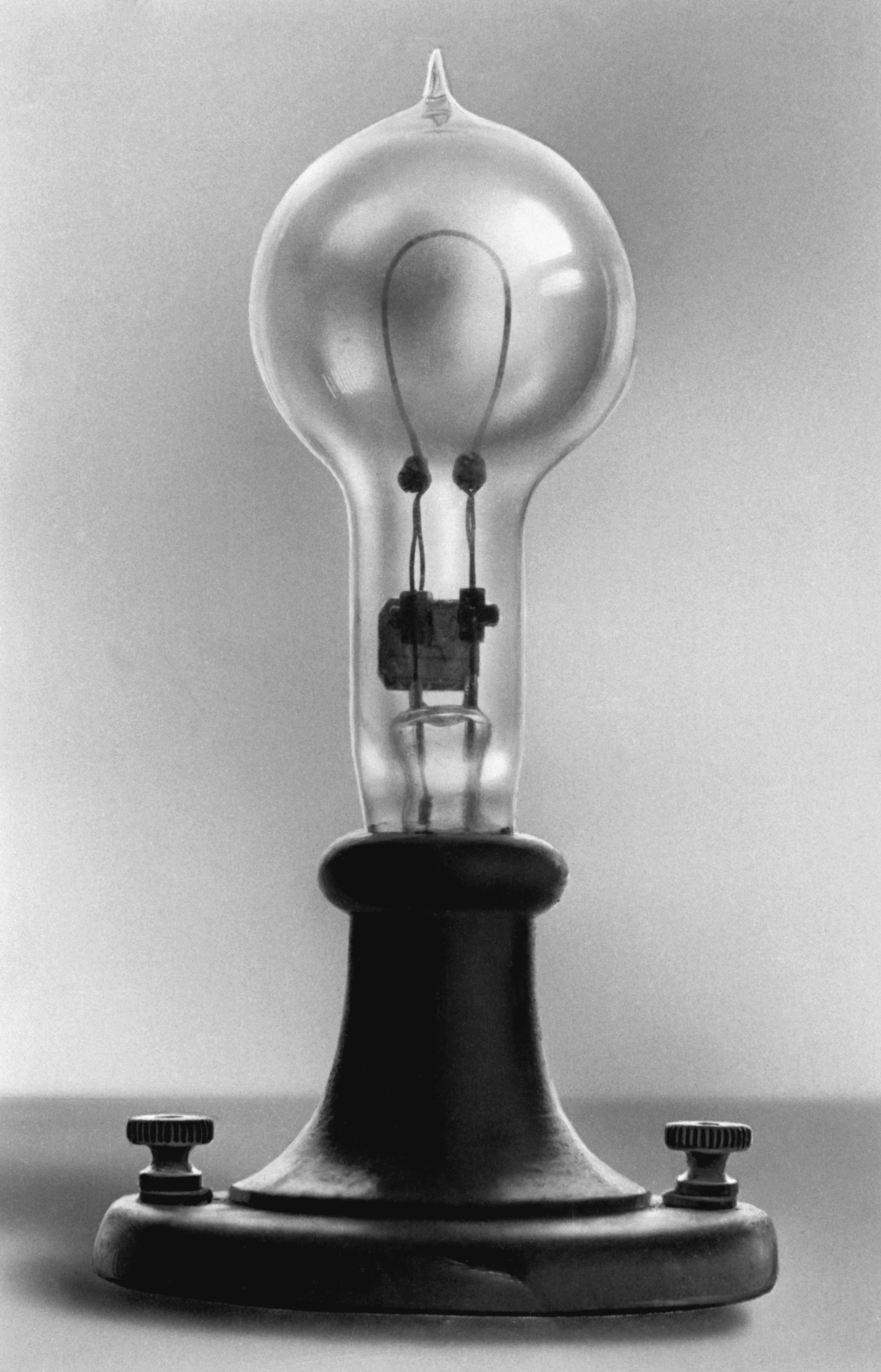 thomas edison light bulb images pictures becuo. Black Bedroom Furniture Sets. Home Design Ideas