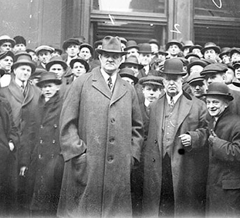 John Tener stands with a crowd in 1915
